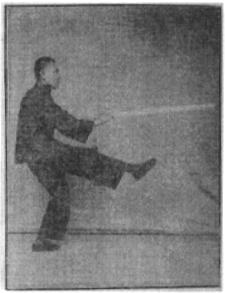 《昆吾劍譜》 李凌霄 (1935) - posture 21
