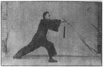 《昆吾劍譜》 李凌霄 (1935) - posture 27